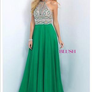 Emerald green prom dress (bracelet is included)